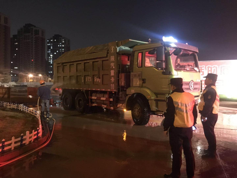 2.全密闭智能建筑垃圾运输车.jpg