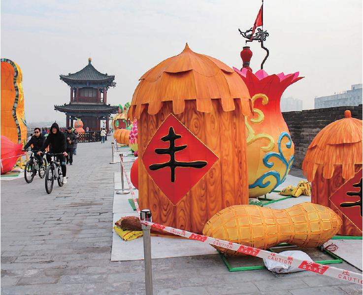 西安城墙新春灯会抓紧施工安装