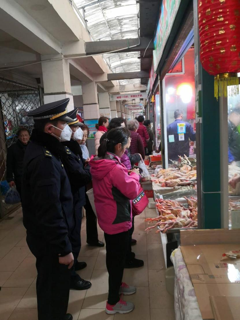 """上海城管助力抗""""疫"""" 守护城市安全"""